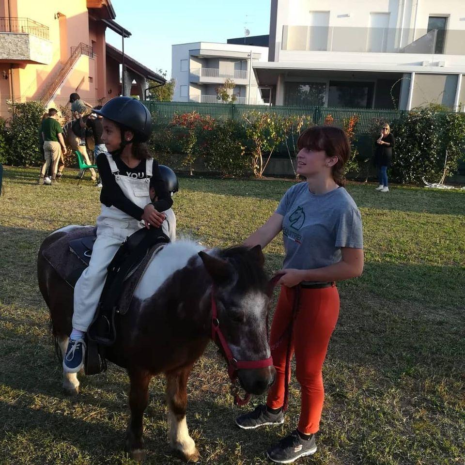 accompagnamento prima lezione equitazione ad equitrek